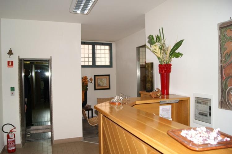 fucecchio-palazzina-appartamento-ed-reception-in-vendita