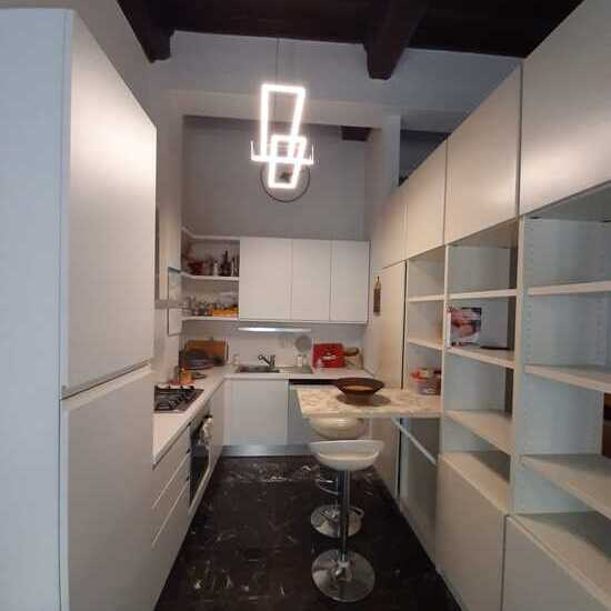 empoli appartamento di quattro vani in affitto cucina