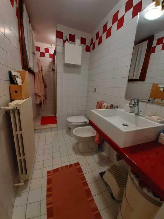empoli appartamento di quattro vani in affitto secondo bagno