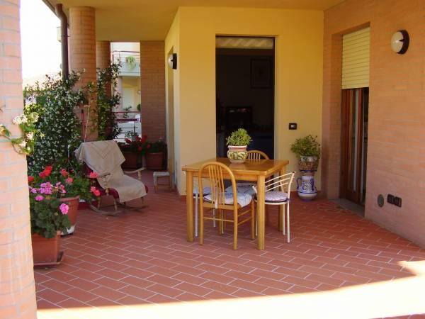 Appartamento a Limite Capraia con Porticato e giardino privati