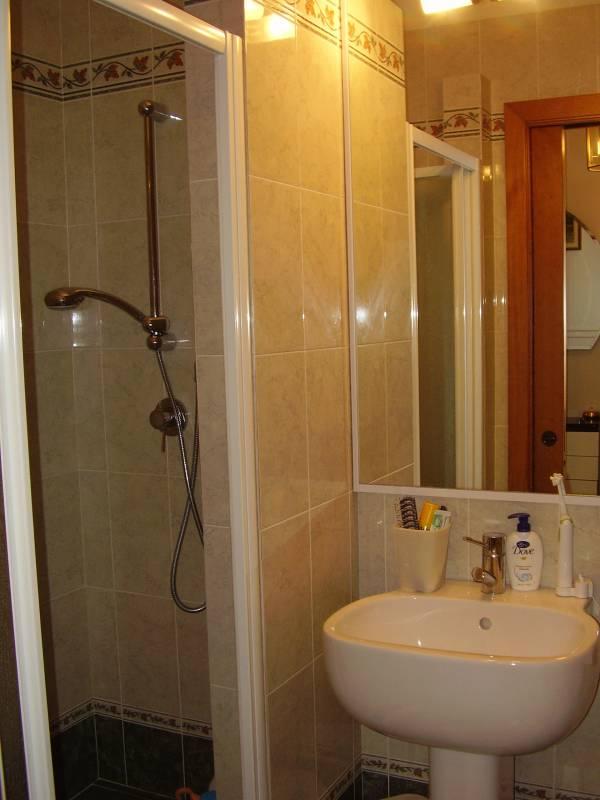 Vendesi appartamento con due camere e due bagni a Limite