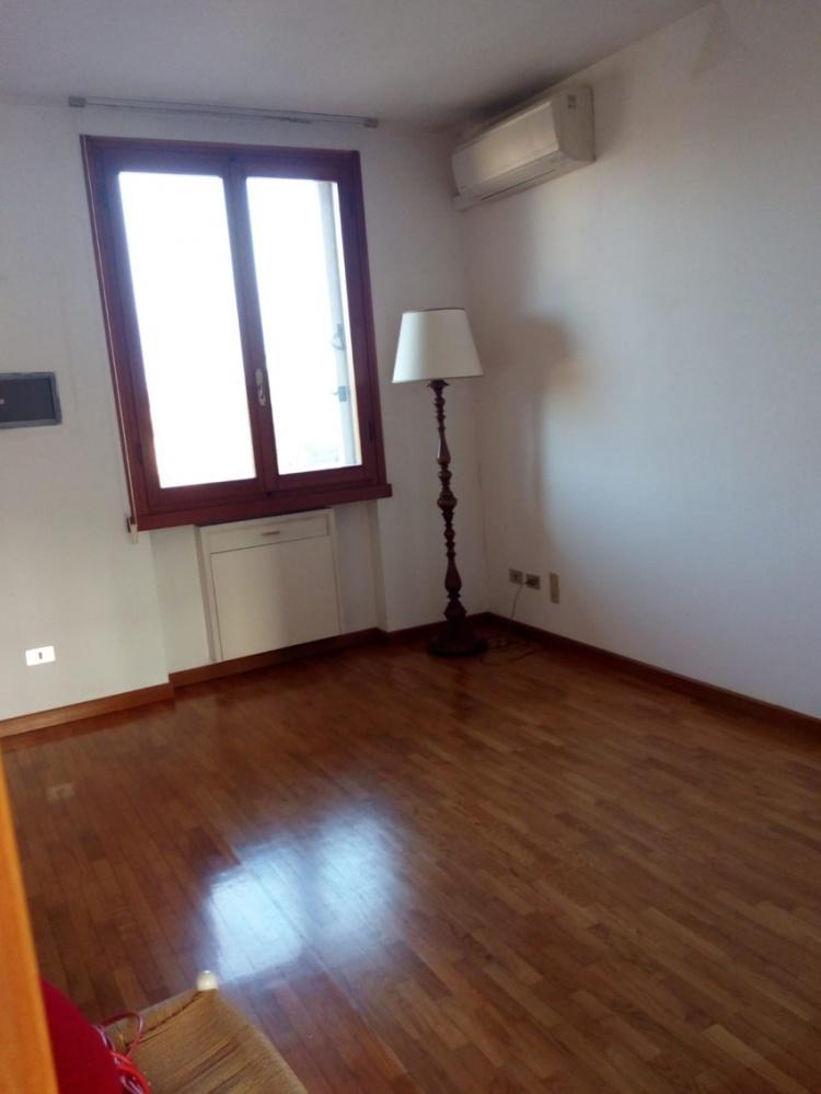 empoli-attico-in-vendita-mansarda-camera-t35
